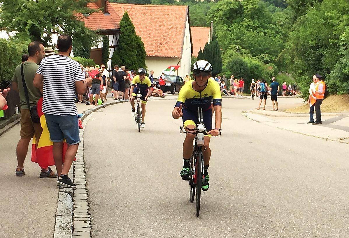Michael Schwarzer vorne rechts und Christoph Lutz hinten links in Greding am Kalvarienberg